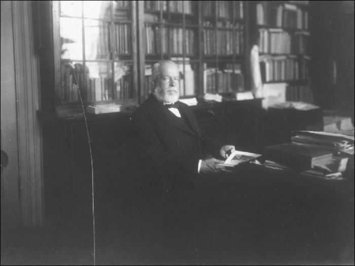 David Ross McCord in his library, Temple Grove, Montreal, 1916 (MP 2135-1N)