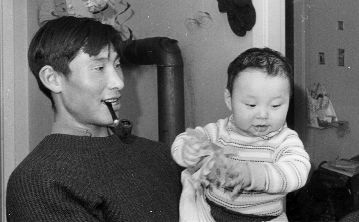 Paulus Larsen with his young son Lars, who died in early childhood, Diilerilaaq, 1968. Photo: G. Nooter, Museon 68-01-32-23a.