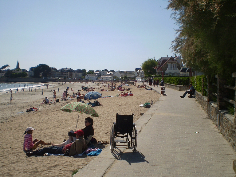 Photo 1 : Larmor-Plage, une promenade balnéaire accessible