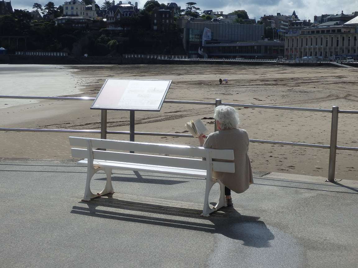 Photo 2 : Dinard, un mobilier qui donne l'occasion de se (re)poser