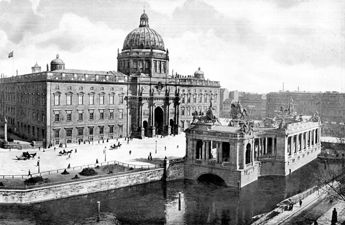 Prussian City Palace, West facade with classicist copula and cross on the top, around 1900