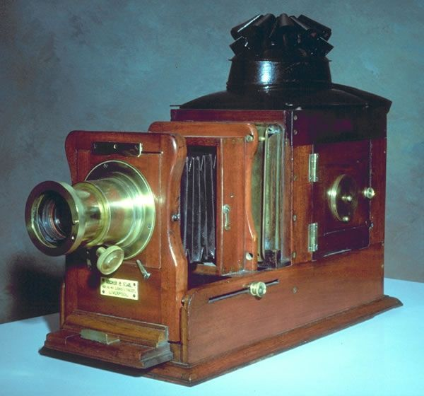 Lecturer's magic lantern. Courtesy of University of Exeter Academic Services (Bill Douglas Centre)